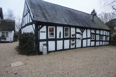 17c  Grade  2 listed barn .  - Allostock - Inny