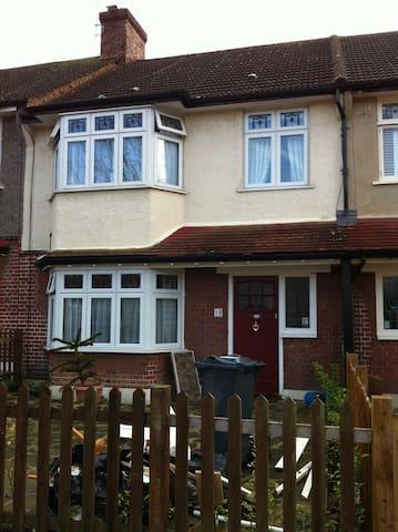 big clean comfortable quiet double - London - House