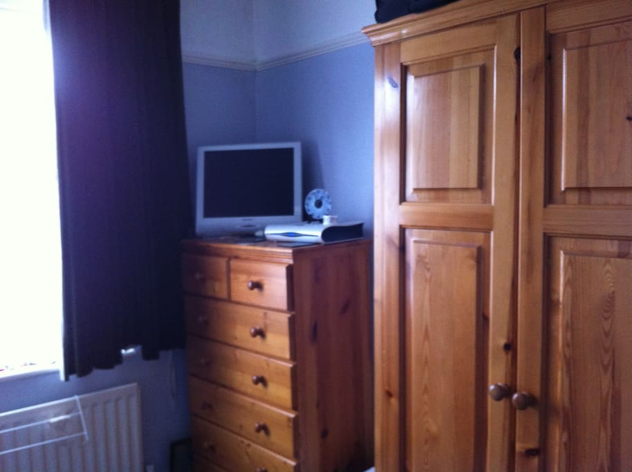 nice big quiet room well furnished
