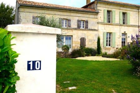 FARM HOUSE 17120 FLOIRAC, NR ROYAN - Floirac, Charente-Maritime - Dům