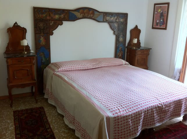 Double Bedroom near Varese lake - Cazzago Brabbia - 家庭式旅館