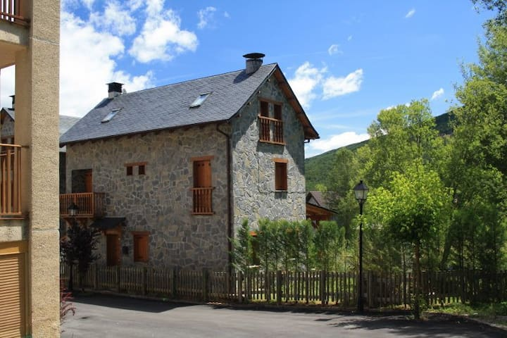 INDEPENDENT HOUSE IN THE PYRENEES