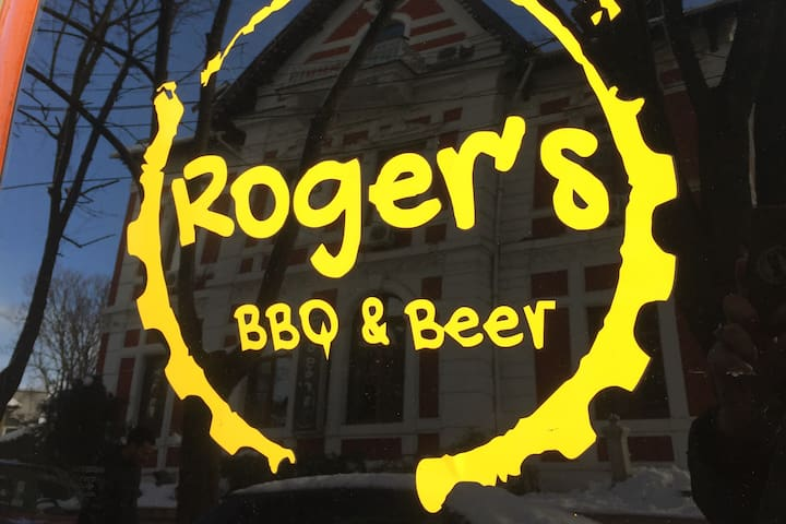 Spacious room for 2 @ Roger's (2/2)