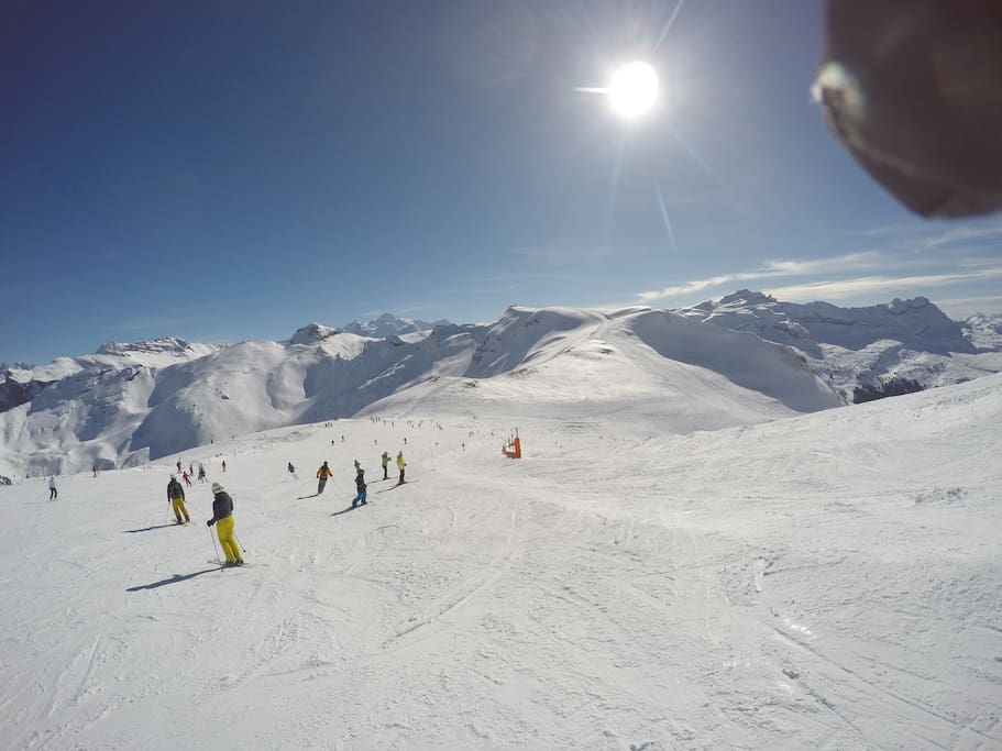 5mins from the expansive Grand Massif ski area linking Samoens, Morrillon, Les Carroz and Flaine