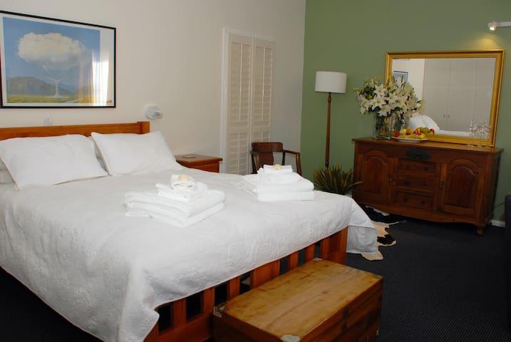 Blue Shed Retreat, Mudgee NSW - Mudgee - Bed & Breakfast