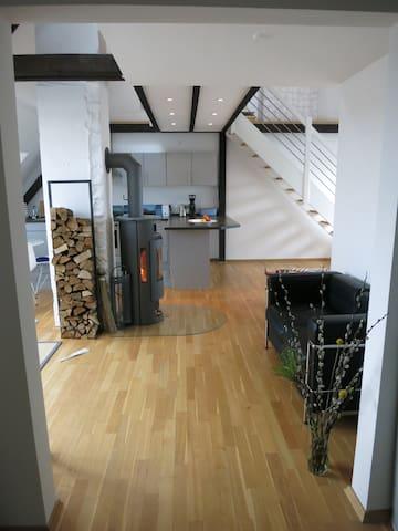 Loftige Dach-Wohnung in HH-Eimsbüttel (Hoheluft)