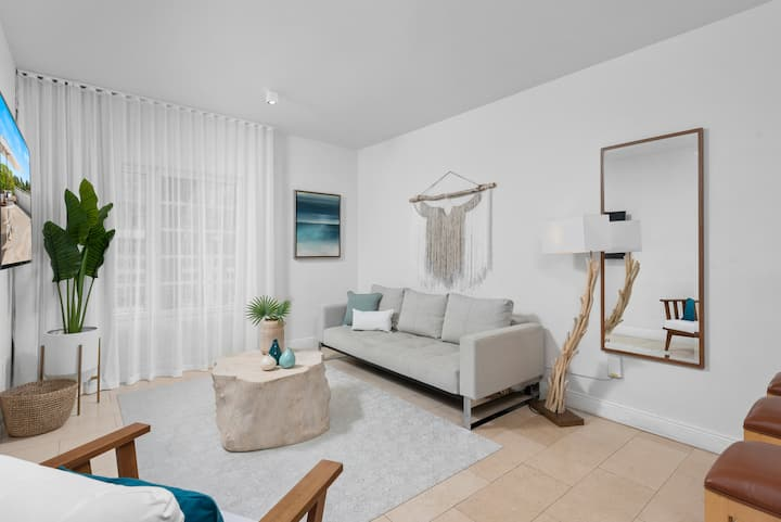 One Bedroom South Beach View on Ocean Drive (ADA)