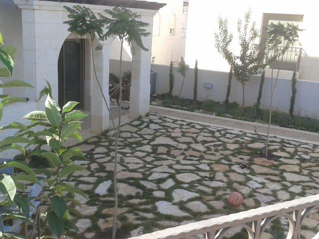 Modern-House & Garden - Naour - Hus