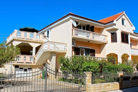 Amalija Apartment-Sea View & Private Beach Nearby - Ljubač - Haus