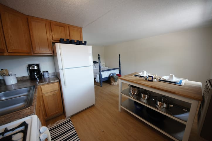 Small One-Bedroom Apartment Near Hiking & Beach.