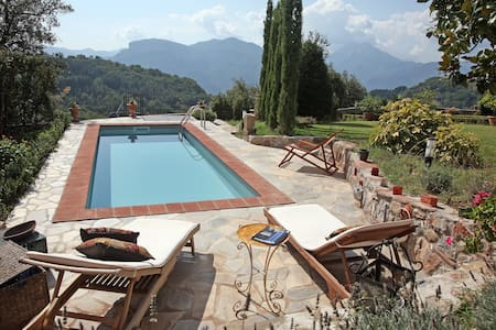 17C Villa With Private Pool, Fabulous Garden Wi-Fi - Province of Lucca - Vila