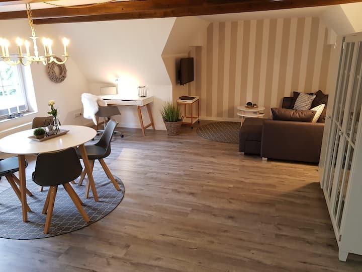 Neu renovierte Ferienwohnung mit Poolhaus & Sauna