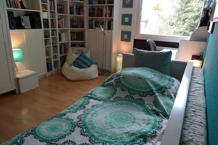 Double Bedroom close to Munich STATE FAIR in RIEM - Haar - Lejlighed