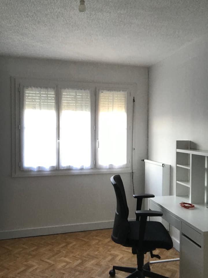 Location chambre chez l'habitant (n•2)