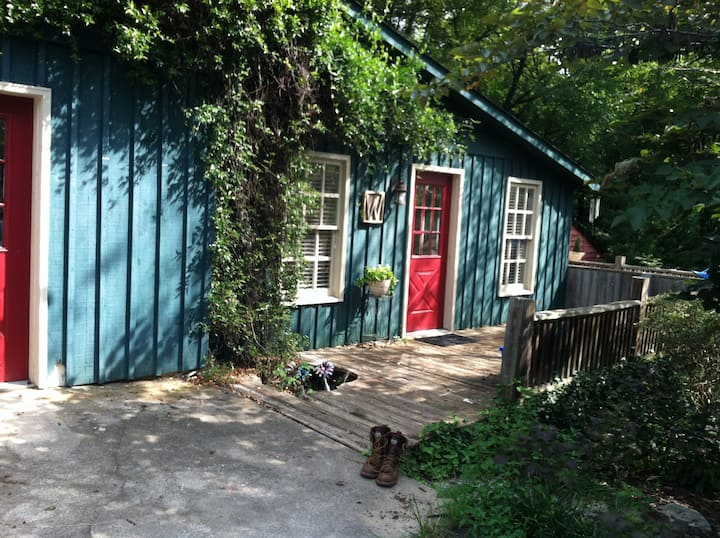 Sweet Circa 1830 Farmhouse Apt.