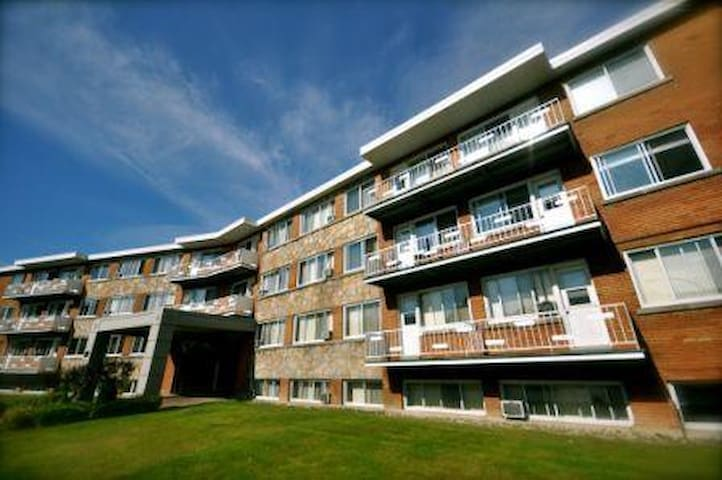 Two  Bedroom Apartments - Dorval - Huoneisto