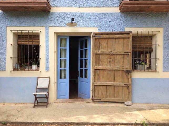 Casa Rural La Casanova de Beuda  - Beuda - บ้าน