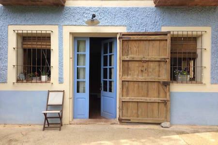 Casa Rural La Casanova de Beuda  - Beuda - Dom