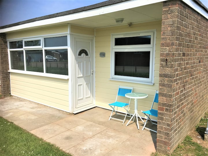 Popppy's Place on Cali Sands - nr neach and Broads