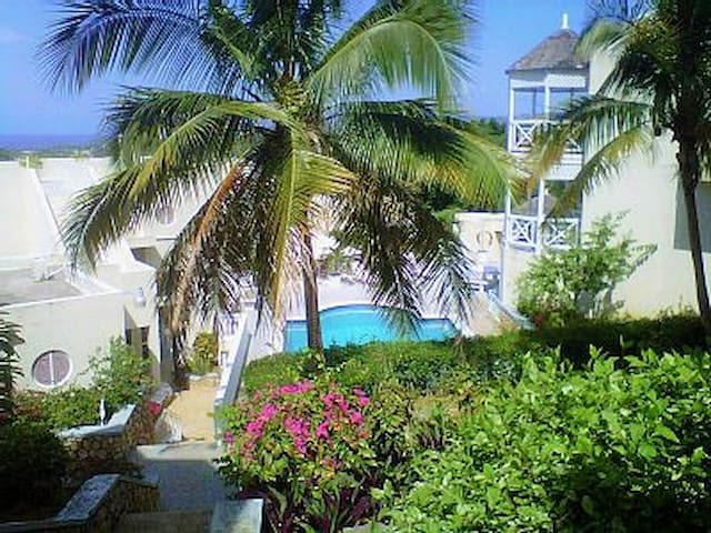 THE LOVE NEST AT SKY CASTLE - Ocho Rios - Bed & Breakfast