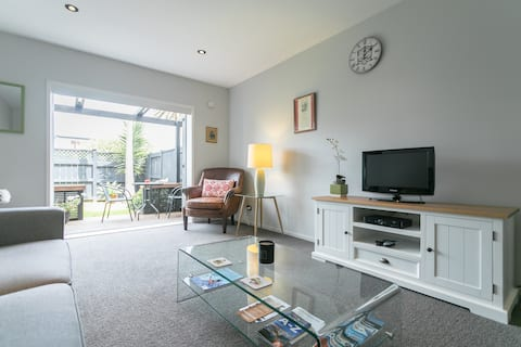 Auckland Central Entire Apartment  Fast Free Wifi