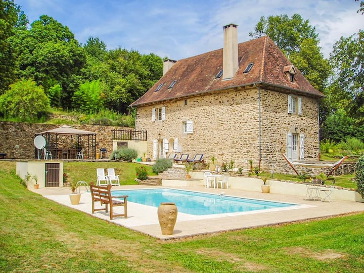 Aillac Farmhouse at Nouvelle-Aquitaine