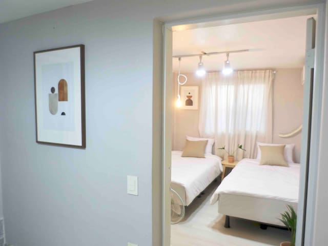 [New] 홍대역 5min / Two rooms three beds  cozy house