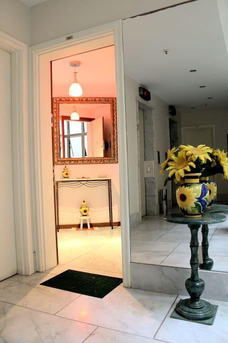 Foto 2 - Entrada Apartamento.