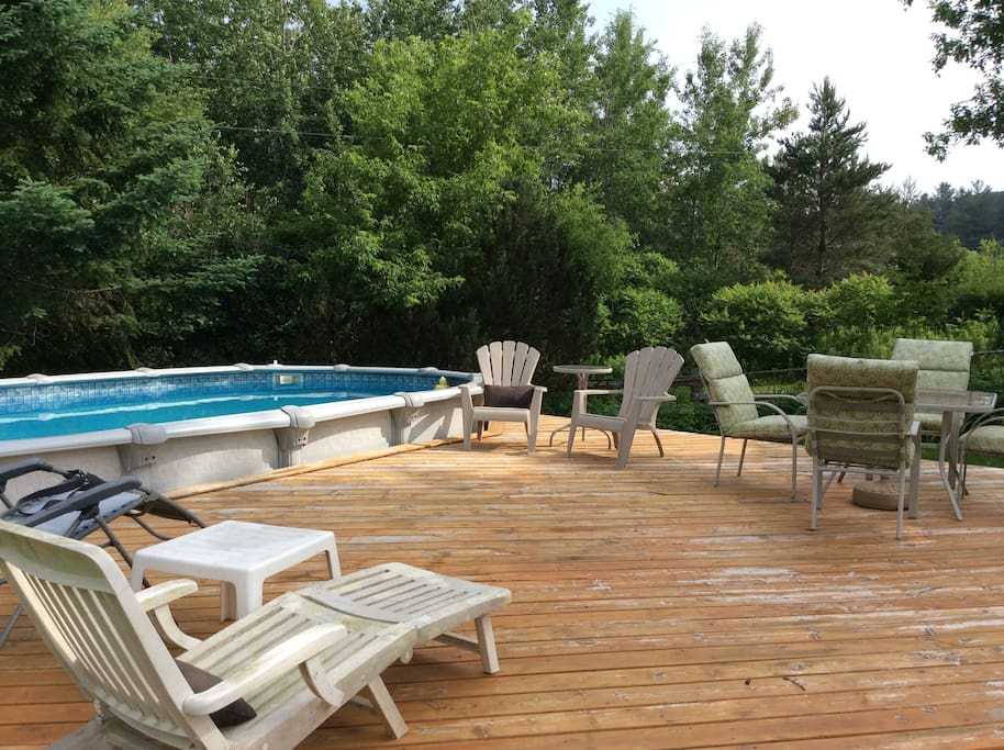 The pool and deck are perfect for a dip and drink.