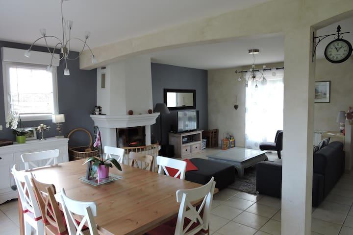 maison tourangelle à la campagne - Saint-Antoine-du-Rocher - Rumah