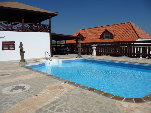 Villa With Swimming Pool, Island Views, BBQ - Santa Cruz - Villa