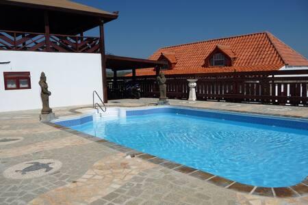 Villa With Swimming Pool, Island Views, BBQ - Santa Cruz