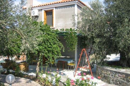 Synny House - Sappho - Efthalou