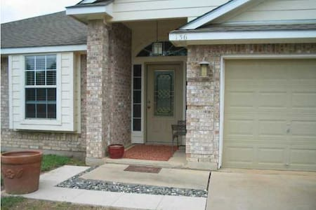 Comfy Room in Bastrop near Austin! - Bastrop - Dům