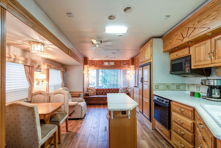 Large Size RV close to Downtown
