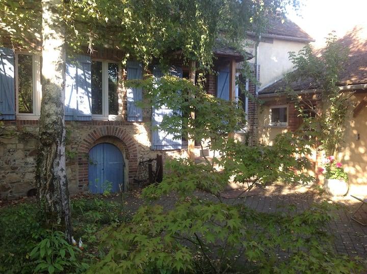 Jolie maison dans village près de Sens