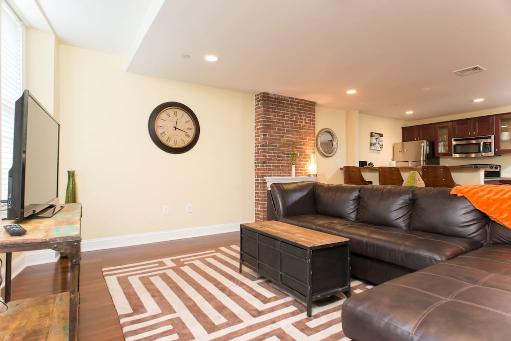 Beautiful Open Concept Private One Bedroom Apartments