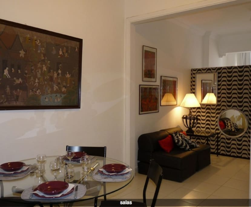 L´angle du salon et la table / The corner of the living room and the table