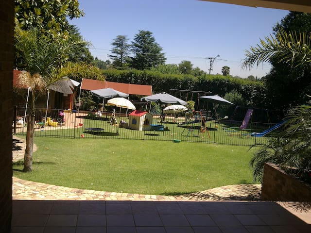 Family Home Centrally Located in Lyndhurst (Jhb) - Johannesburg - Casa