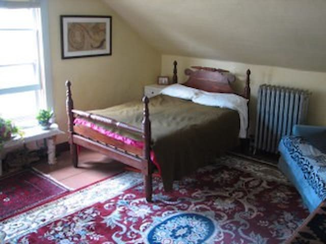 Large room near Bridge of Flowers - Shelburne Falls - Wohnung