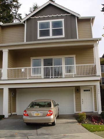 Rent out whole house 2-3 bedroom (long term)