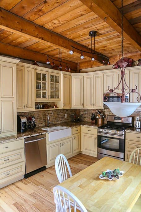 Stunning kitchen with granite, gas stove and all cooking utensils for 8.