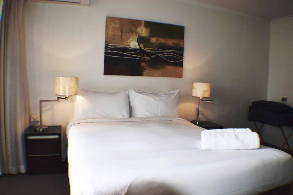 Hotel Grade Queen Sized Bed, All Quality Linen & Bath Towels etc are included