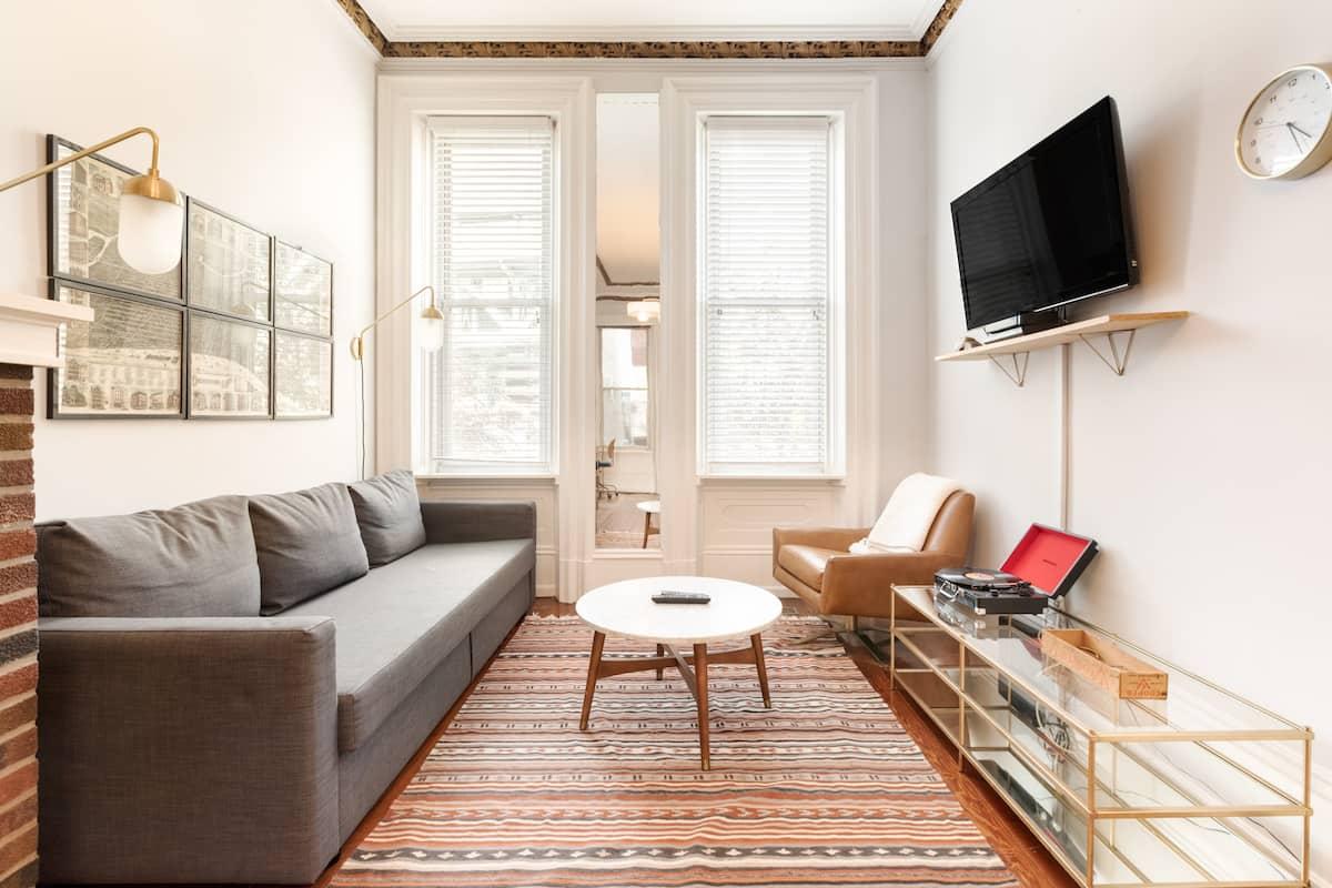 Designer Studio Apartment in Historic Old City Residence