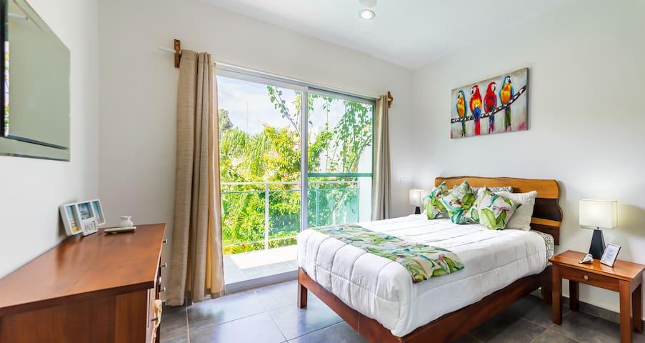 Habitación amplia y cómoda/Spacious bedroom