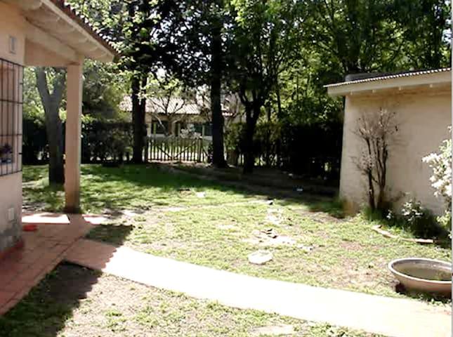 Cerca de Buenos Aires y La Plata - Villa Elisa - House