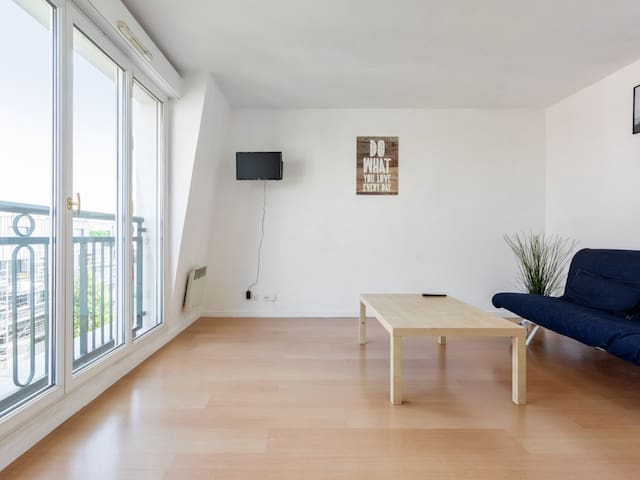 MEDIUM-STAY ONLY - Modern studio, close to Paris - WELKEYS