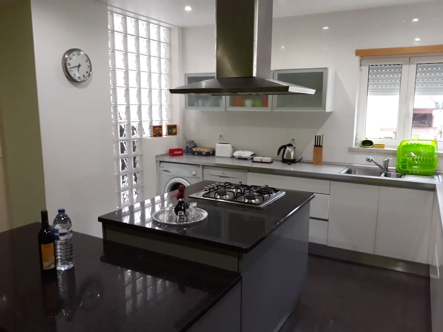 The kitchen is equipped with kettle, coffee maker, spices (from seasoning to vinegar and olive oil), teas, a lot of cutlery for meal, cutlery for cooking and serving. Tea services, various mugs and cups.