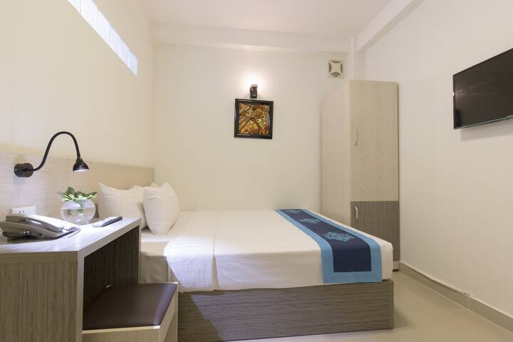 Standard room Meraki hotel Central Bui Vien st.