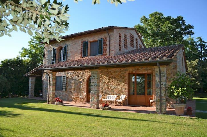 Charming Villa in Stone in Tuscany, Borgo ai Lecci